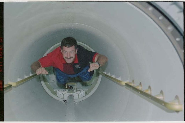 STS106-310-035 - STS-106 - MS Morukov travels through the transfer tunnel during STS-106