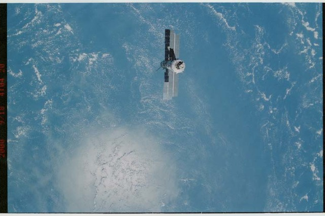 STS106-311-034 - STS-106 - Flyaround views of the ISS taken from Atlantis during STS-106