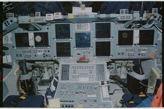 STS106-317-002 - STS-106 - View of the new Head-Up Display (HUD) / cockpit of Atlantis during STS-106