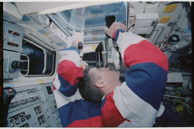 STS106-320-031 - STS-106 - Mastracchio and Burbank work on the flight deck during undocking with ISS