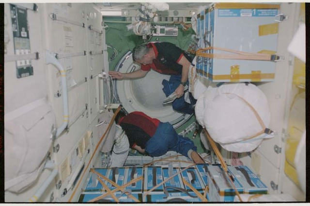 STS106-322-024 - STS-106 - Wilcutt and Malenchenko perform egress procedures in Zarya during STS-106
