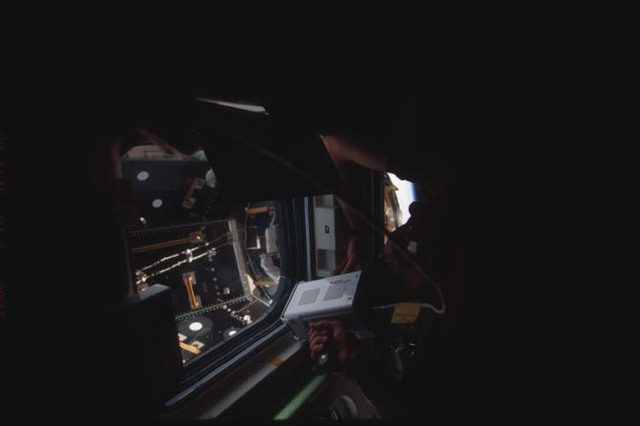 STS106-335-012 - STS-106 - STS-106 crewmember uses the hand-held laser rangefinder during ISS docking