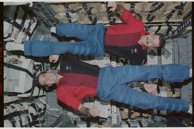 STS106-369-032 - STS-106 - Burbank and Mastracchio pose in SpaceHab during STS-106