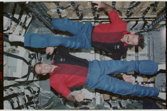 STS106-369-033 - STS-106 - Burbank and Mastracchio pose in SpaceHab during STS-106