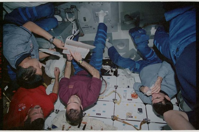 STS106-374-018 - STS-106 - Malenchenko, Lu, Burbank and Mastracchio work on the middeck during STS-106