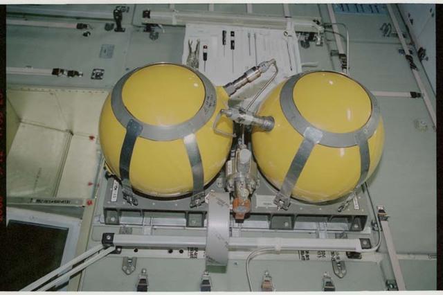STS106-389-014 - STS-106 - Air Pressurization Unit (APU) in Zvezda during STS-106