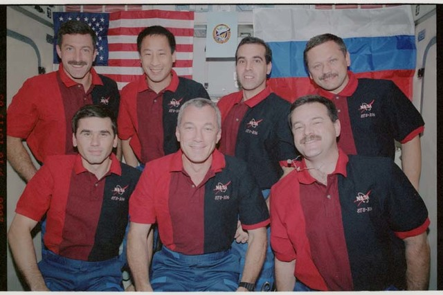 STS106-391-009 - STS-106 - STS-106 crewmembers pose for an official group photograph on Zvezda