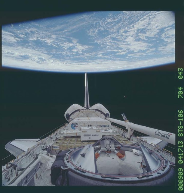 STS106-704-043 - STS-106 - Atlantis' payload bay showing the ODS and SpaceHab taken during STS-106