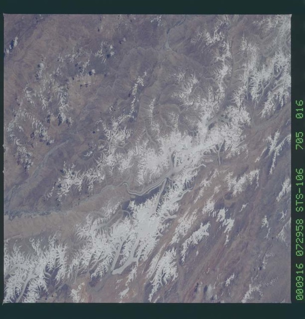 STS106-705-016 - STS-106 - Glaciers in the Himalayan Mountains taken from Atlantis during STS-106