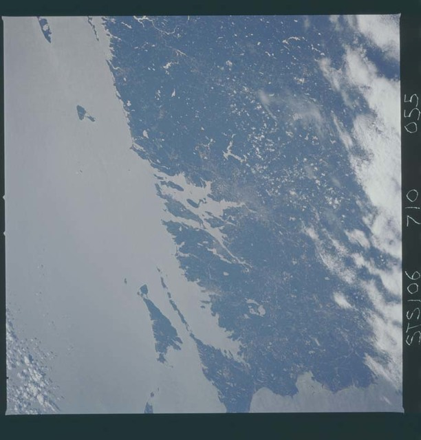 STS106-710-055 - STS-106 - U.S. eastern seaboard with Cape Cod taken from Atlantis during STS-106