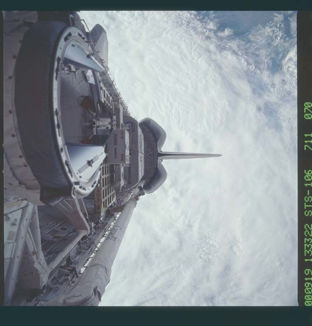 STS106-711-070 - STS-106 - Atlantis' payload bay showing the ODS and SpaceHab taken during STS-106