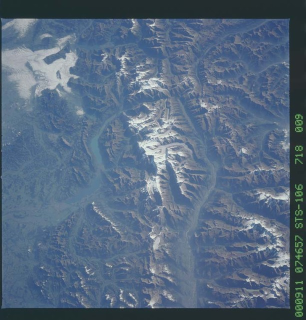 STS106-718-009 - STS-106 - The Swiss Alps taken from Atlantis during STS-106