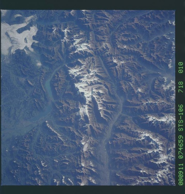 STS106-718-010 - STS-106 - The Swiss Alps taken from Atlantis during STS-106