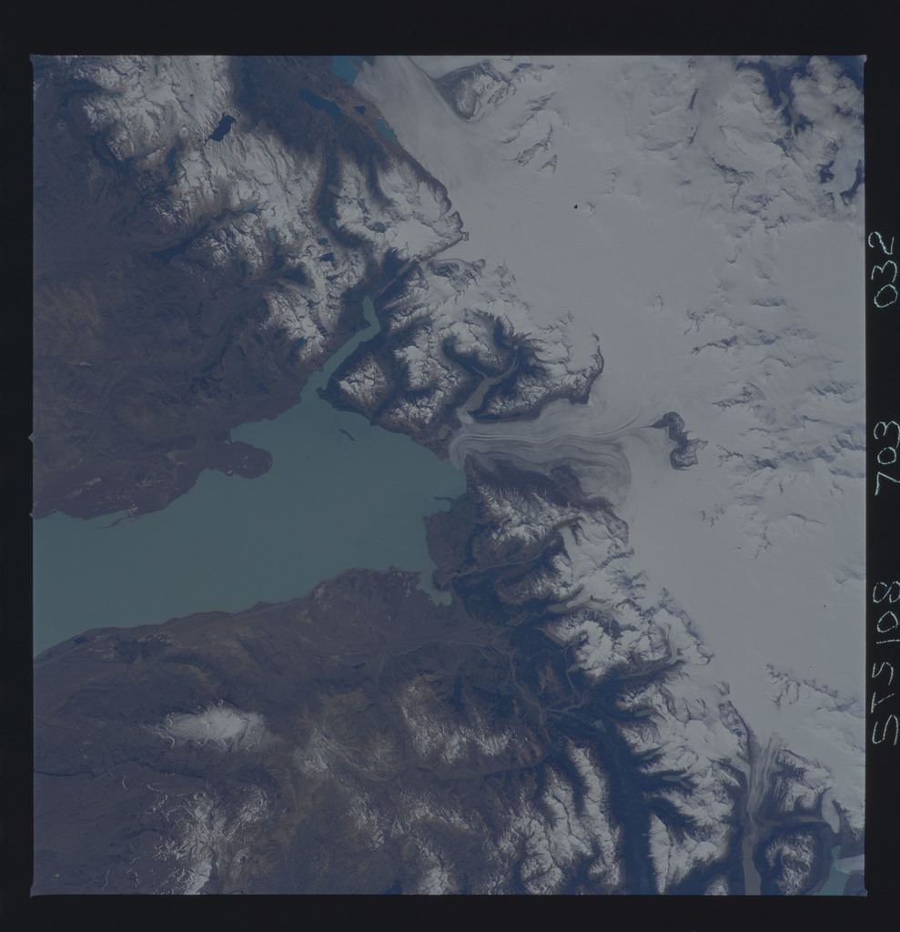 STS108-703-032 - STS-108 - Earth observations of Parque Nacional Los Glaciares, Argentina taken during STS-108