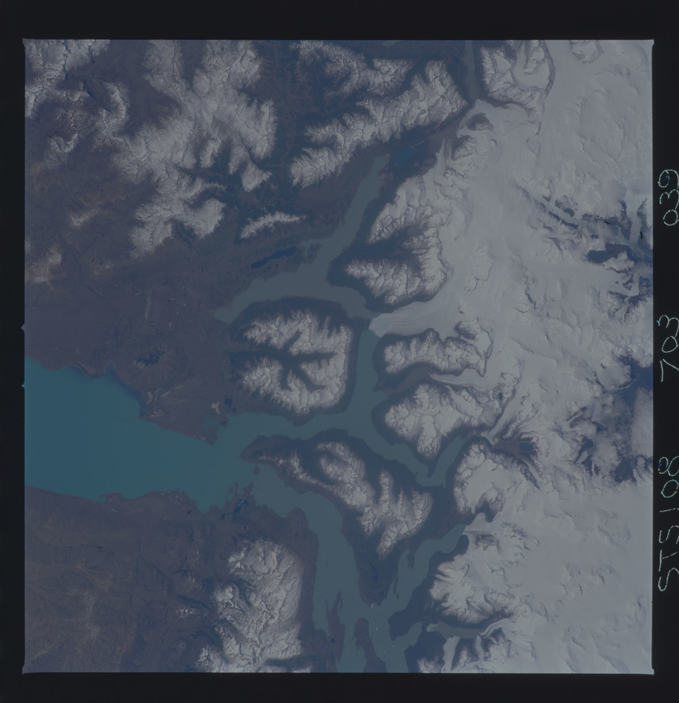 STS108-703-039 - STS-108 - Earth observations of Parque Nacional Los Glaciares, Argentina taken during STS-108