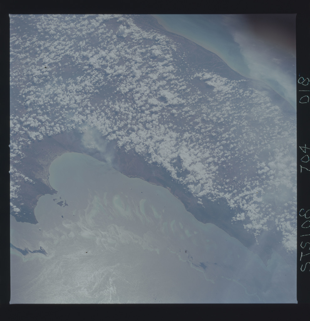 STS108-704-018 - STS-108 - Earth observations of the Great Barrier Reef taken during STS-108