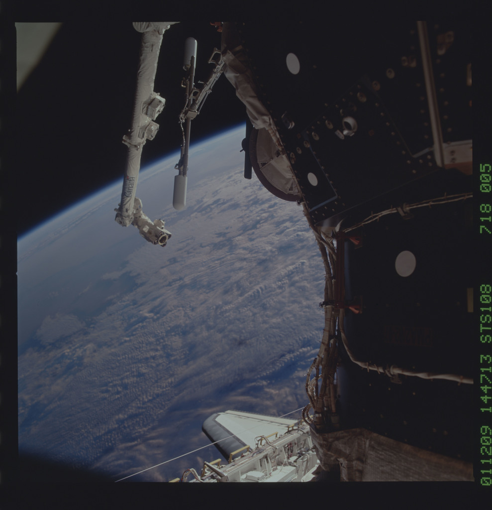 STS108-718-005 - STS-108 - View of an Earth limb at sunset taken during STS-108