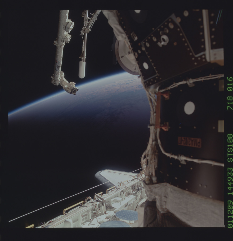 STS108-718-016 - STS-108 - View of an Earth limb at sunset taken during STS-108