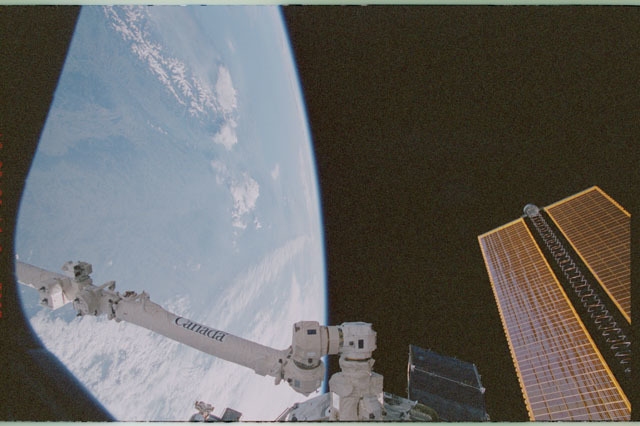 STS111-358-002 - STS-111 - SSRMS,Earth's limb,and tip of the port PV array as seen during STS-111 UF-2