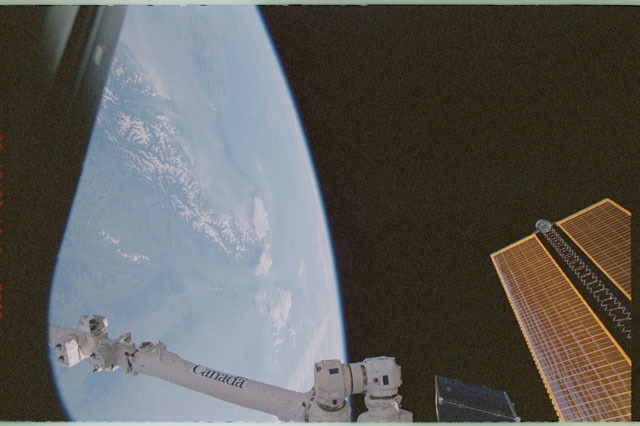 STS111-358-007 - STS-111 - SSRMS,Earth's limb,and tip of the port PV array as seen during STS-111 UF-2