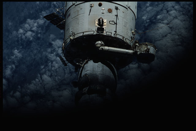sts111-374-014 - STS-111