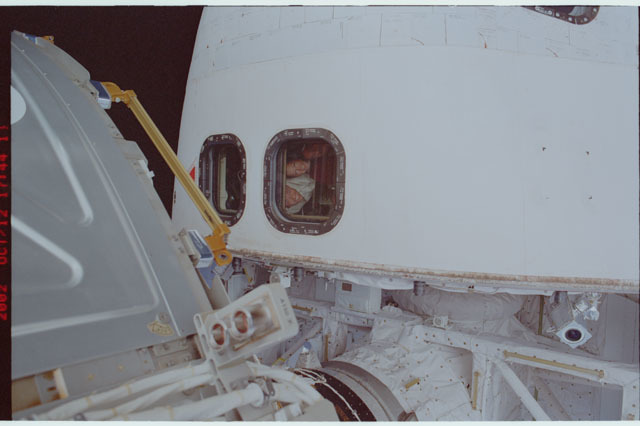 STS112-304-005 - STS-112 - CDR Ashby , PLT Melroy and MS Yurchikhin at aft flight deck window