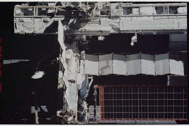 STS112-313-030 - STS-112 - Flyaround view of the P6 truss on the ISS