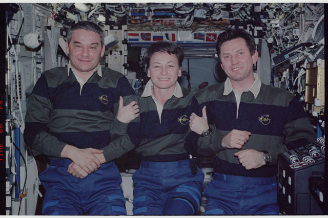 STS112-329-001 - STS-112 - Expedition 5 crew poses for portrait in Destiny module