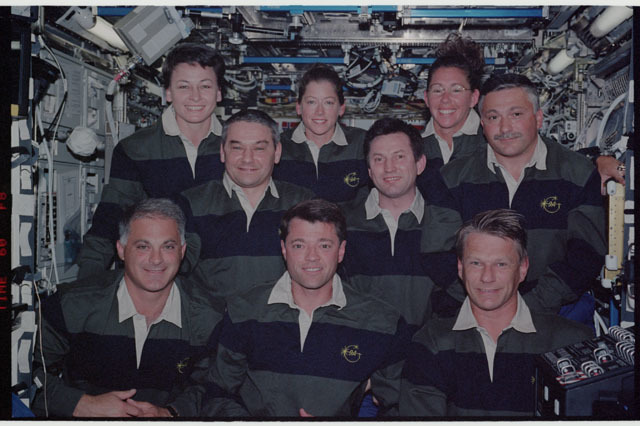 STS112-331-023 - STS-112 - Expedition 5 and STS-112 crews pose for portrait in Destiny module