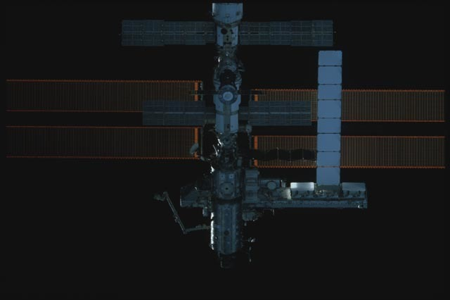 STS113-302-023 - STS-113 - Exterior view of nadir side of the ISS during rendezvous for STS-113
