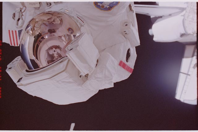 STS113-308-009 - STS-113 - Herrington reflected in Lopez-Alegria's EMU visor during STS-113 EVA 2