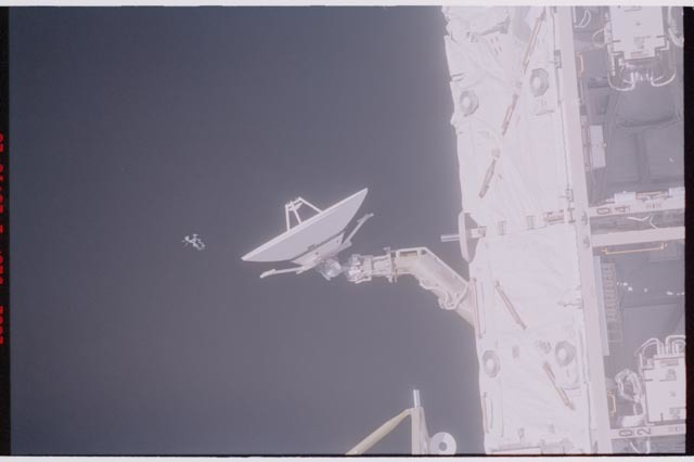 STS113-312-019 - STS-113 - SGANT antenna and S0 truss taken during STS-113 flyaround