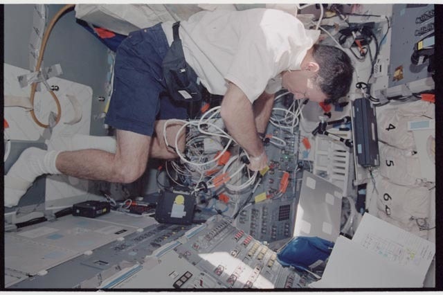 STS113-343-006 - STS-113 - Lopez-Alegria configures wiring on Endeavour's AFD during STS-113