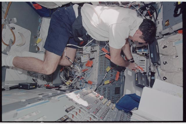 STS113-343-009 - STS-113 - Lopez-Alegria configures wiring on Endeavour's AFD during STS-113