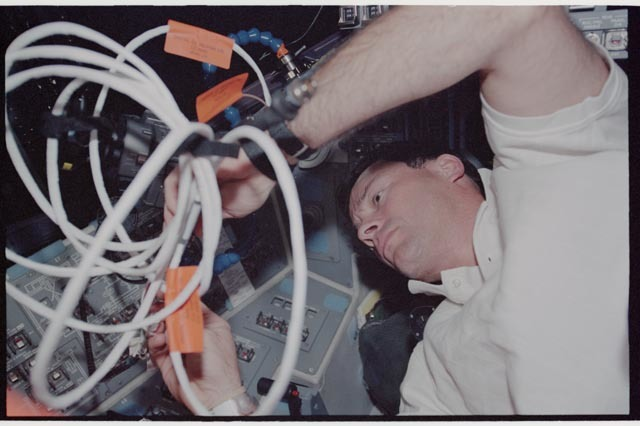 STS113-343-031 - STS-113 - Lopez-Alegria configures wiring on Endeavour's AFD during STS-113