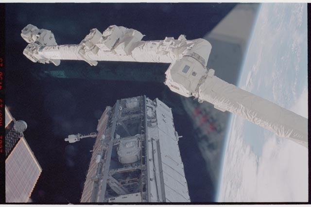 STS113-344-027 - STS-113 - SSRMS, P1 truss, Earth's limb, and SAW as seen during STS-113