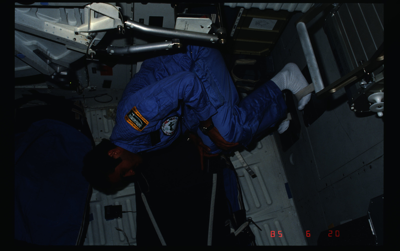 STS51G-09-016 - STS-51G - STS-51G crew activities - Al-Saud and Baudry on the middeck