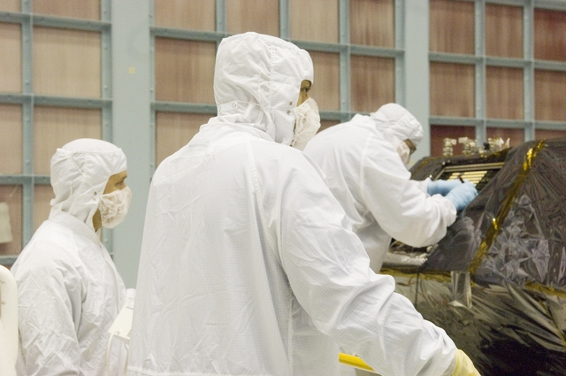 HUBBLE SPACE TELESCOPE CREW FOR Infrared Array Camera (IRAC)