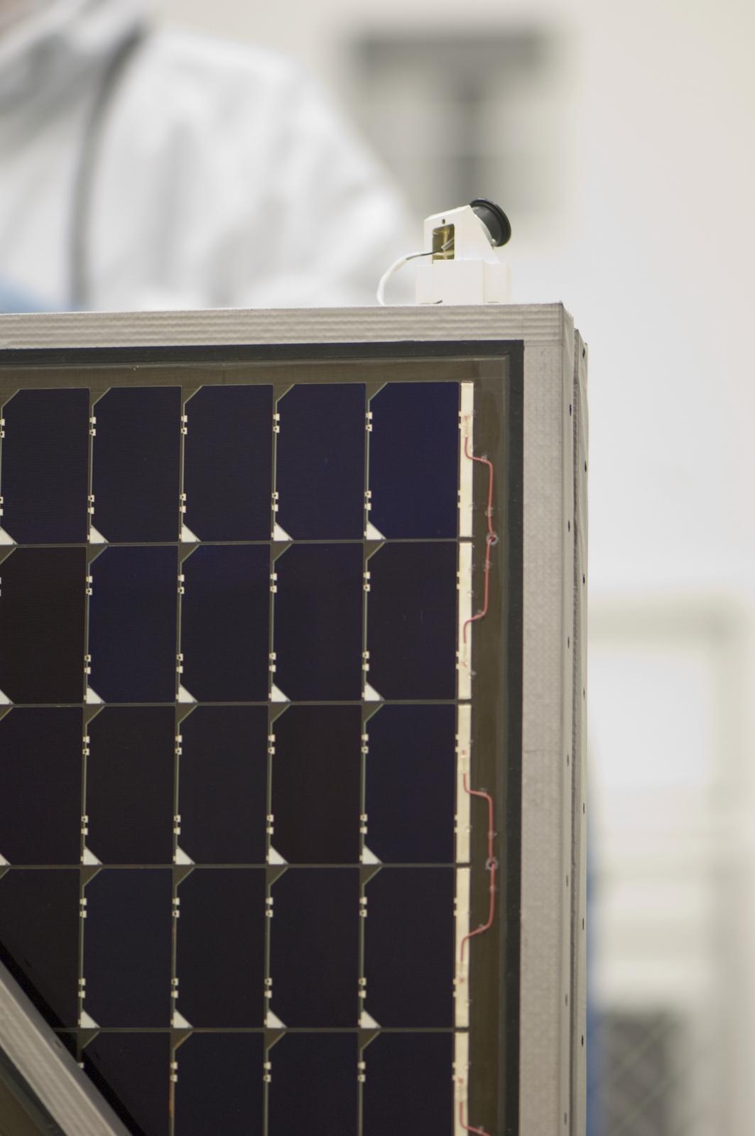 NASA's Lunar Reconnaissance Orbiter (LRO)  POP + CATCH TEST + SOLAR PANEL