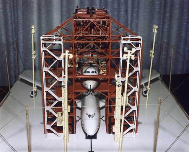 Photos of the model of the Mate-Demate Device (MDD), shuttle and 747