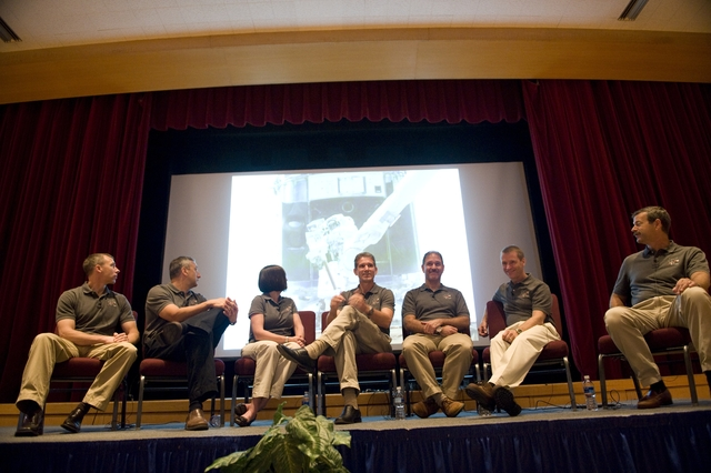 SPACE SHUTTLE STS 125 CREW VISIT TO GODDARD SPACE FLIGHT CENTER