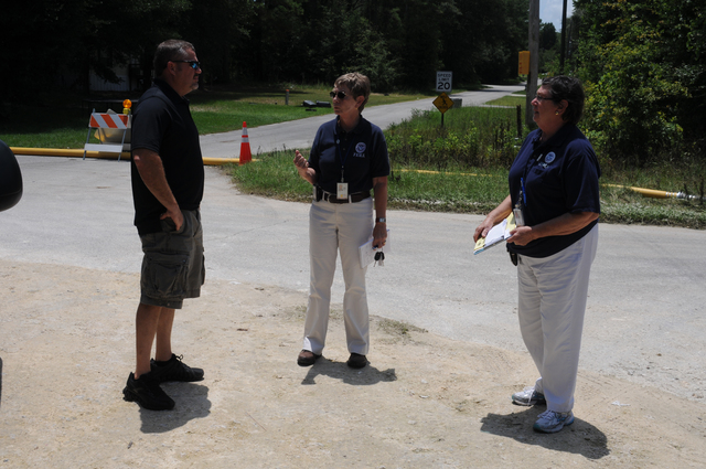 Flooding ^ Hurricane/Tropical Storm ^ Severe Storm - Lake City, Fla. , July 7, 2012 -- FEMA Community Relations (CR) Specialists Marty Moore and Donna Wingler inform this Tropical Storm Debby flood survivor about FEMA disaster services and the Registration process. George Armstrong/FEMA