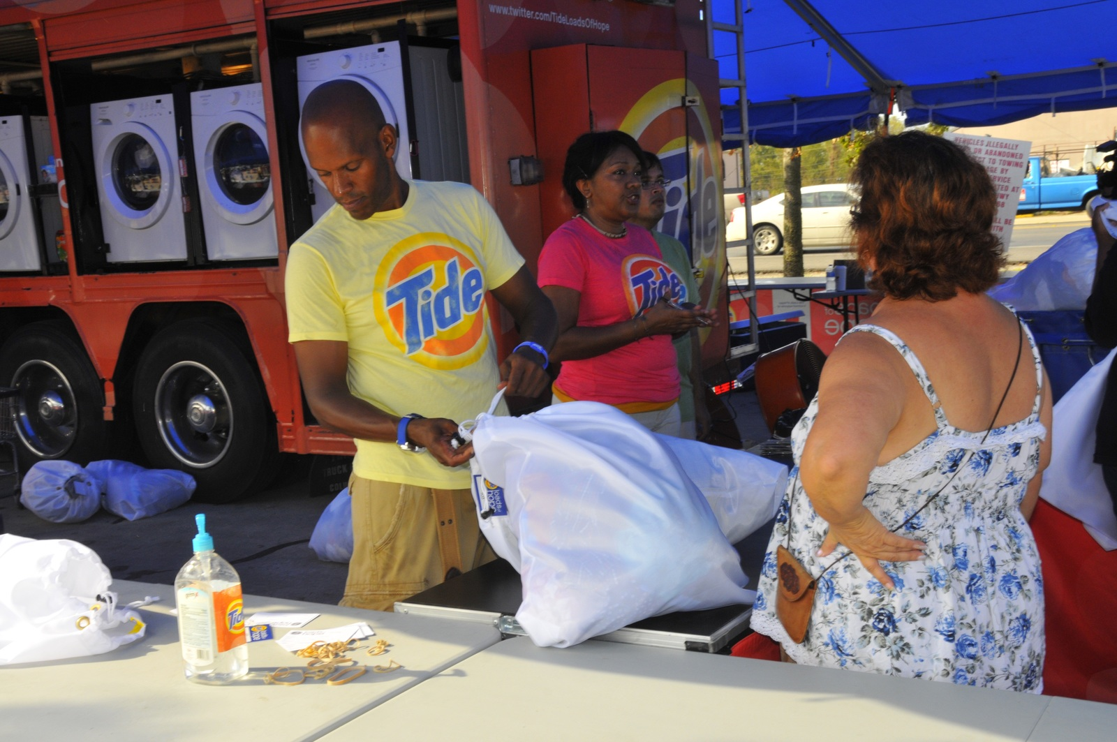 Coastal Storm ^ Flooding ^ Hurricane/Tropical Storm - LaPlace, La. , Sep. 4, 2012 -- Roger Bostic, left, and Raynell Parker McNeil bag laundry for washing, drying, and folding for a family affected by Hurricane Isaac.  Hundreds in LaPlace, La affected by Hurricane Isaac have taken advantage of the service provided by Tide at no charge.  Photo by Charles S. Powell/FEMA
