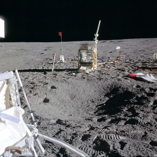 AS14-67-9376 - Apollo 14 - Apollo 14 Mission image - View of the ALSEP Station and CPLEE Package.