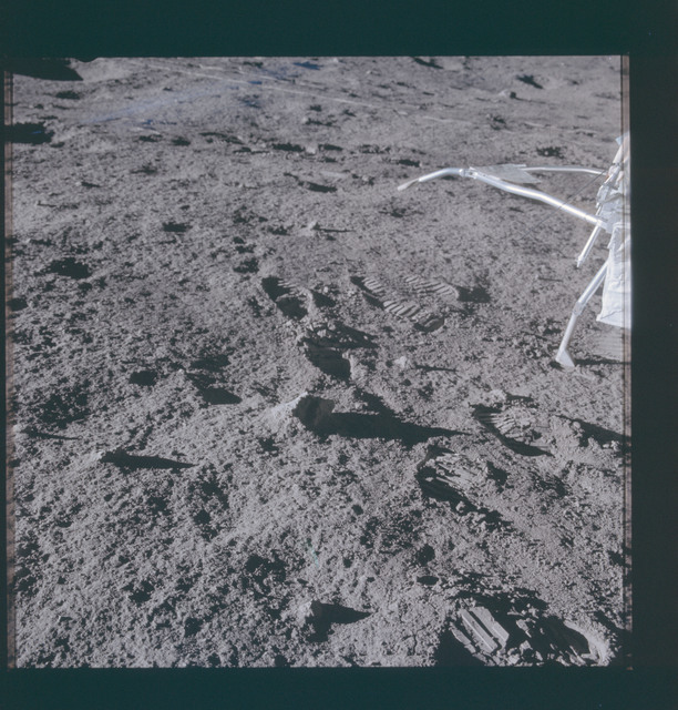 AS14-67-9390 - Apollo 14 - Apollo 14 Mission image - Close-up views of the Lunar Surface.