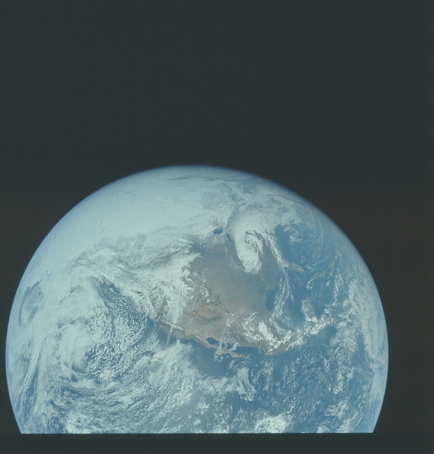 AS16-118-18879 - Apollo 16 - Apollo 16 Mission image - This spectacular view of North America was photographed approximately 1 hr 50 min after the TLI (Translunar Injection) burn.