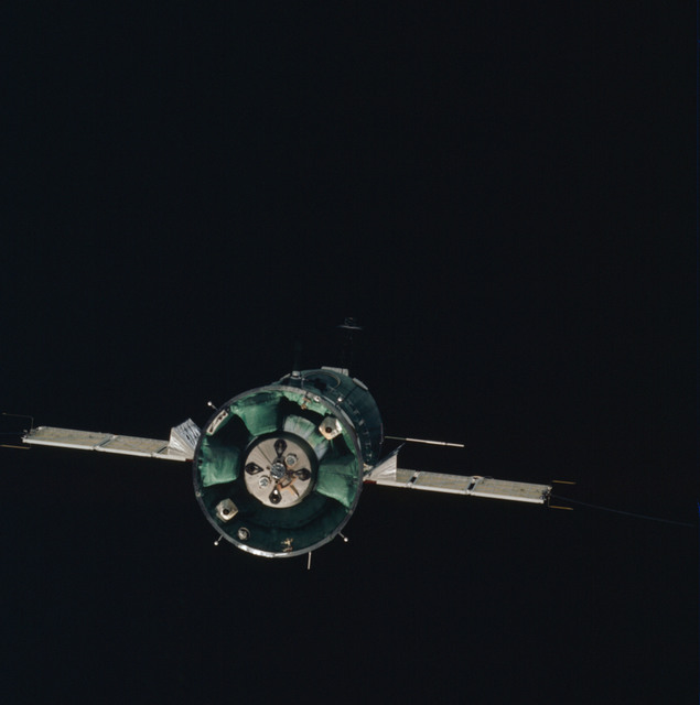 AST-01-053 - Apollo Soyuz Test Project - Apollo Soyuz Test Project, Soyuz -19, End View