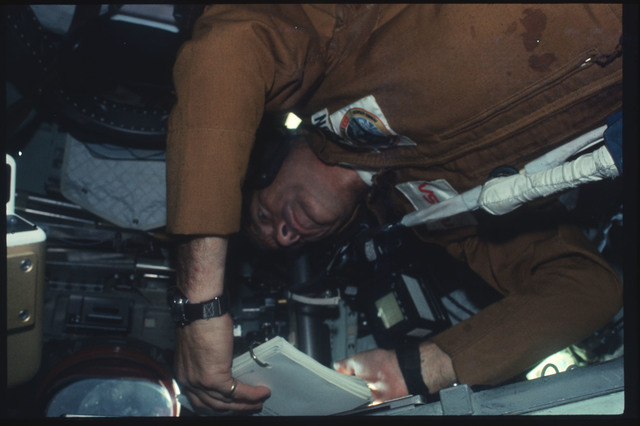 AST-07-440 - Apollo Soyuz Test Project - Apollo Soyuz Test Project, Slayton reads a Flight Plan