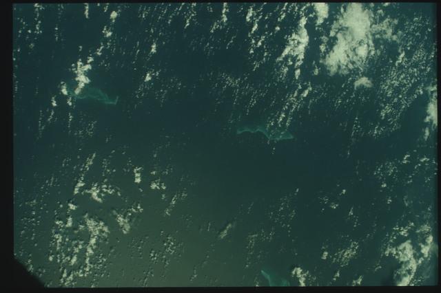 AST-10-585 - Apollo Soyuz Test Project - Apollo Soyuz Test Project, Colombia, Isla Providencia, Quita Sueno Bank