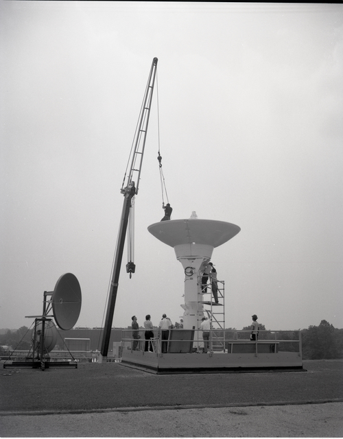 16 FOOT DIAMETER ANTENNA FOR COMMUNICATION TECHNOLOGY SATELLITE CTS SPACECRAFT IN THE 8X6 FOOT WIND TUNNEL